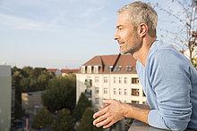 Mann,Balkon,reifer Erwachsene,reife Erwachsene