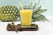 Ananas Apfel-Smoothie im Glas