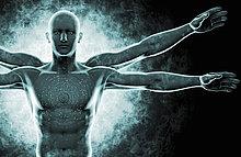 DNA-Kodierung über der Nahaufnahme eines futuristischen vitruvianischen Mannes