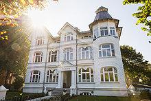Deutschland, Usedom, Ahlbeck, Hotel im Gegenlicht