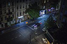 Deutschland, Berlin, Straße bei Nacht