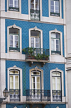 Portugal, Lissabon, Hausfassade mit Azulejos